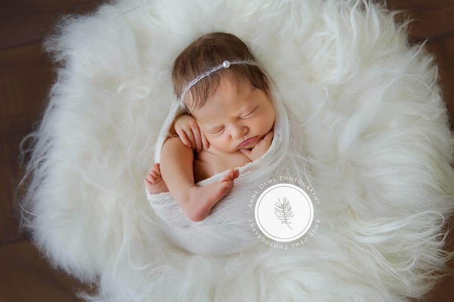 neugeborenenfotos_einzigartige_babyfotografie_fotostudio_anne_deml_babyfotograf_muenchen_und_umgebung_babyshooting_charlotta_4
