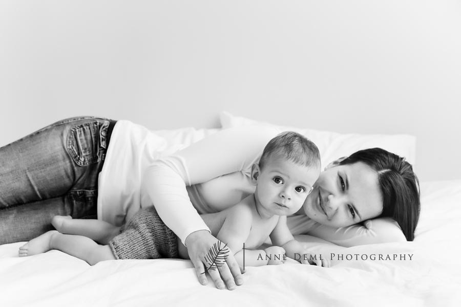 babyfotos_mit_mama_papa_eltern_baby_erstes_jahr_niedlich_suess_besondere_babybilder_muenchen_freising_augsburg_anne_deml_leon_7
