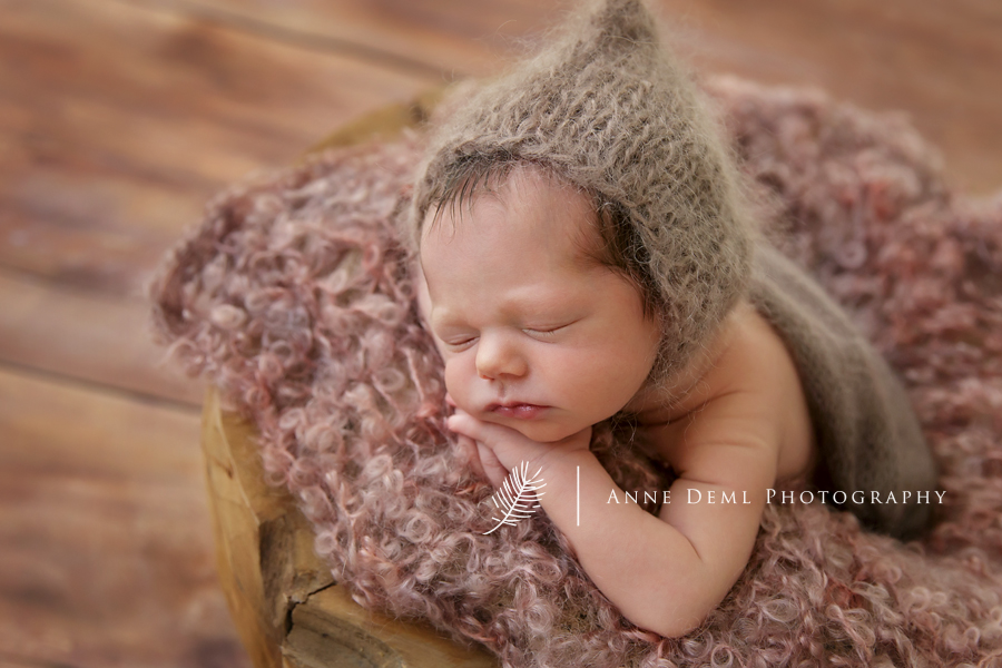 besondere_babyfotografie_muenchen_babyfotograf_anne_deml_neugeborenenbilder_fotostudio_babyzimmer_atelier_einzigartige_babybilder_babyshooting_12