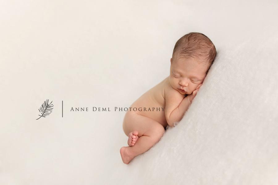 niedliche-babyfotos-babyfotograf-muenchen-fotostudio-fuer-babyfotografie-geburt-neugeborene-14