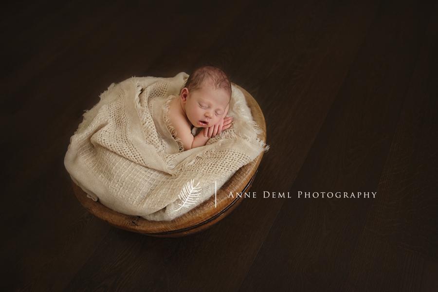 niedliche-babyfotos-babyfotograf-muenchen-fotostudio-fuer-babyfotografie-geburt-neugeborene-15