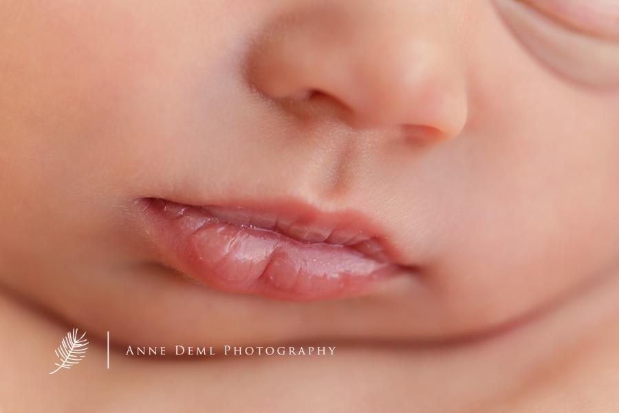 niedliche-babyfotos-babyfotograf-muenchen-fotostudio-fuer-babyfotografie-geburt-neugeborene-4