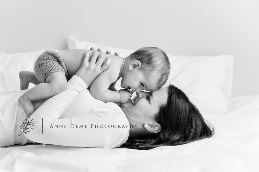 babyfotos_mit_mama_papa_eltern_baby_erstes_jahr_niedlich_suess_besondere_babybilder_muenchen_freising_augsburg_anne_deml_leon_6