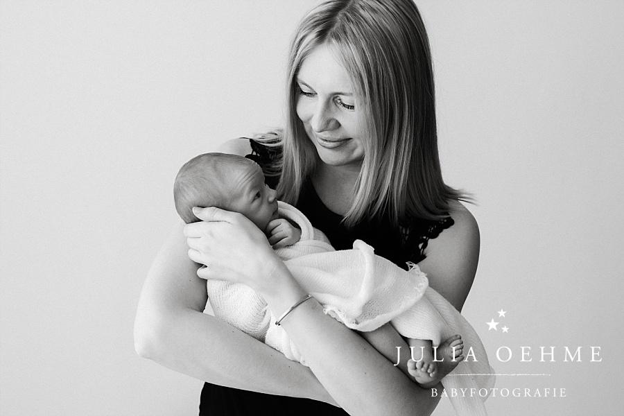 neugeborenes und mama fotoshooting leipzig julia oehme
