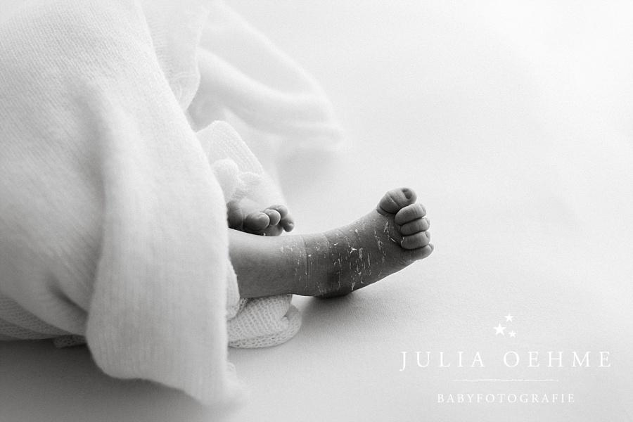 nahaufnahme fuß neugeborenes neugeborenenshooting leipzig julia oehme