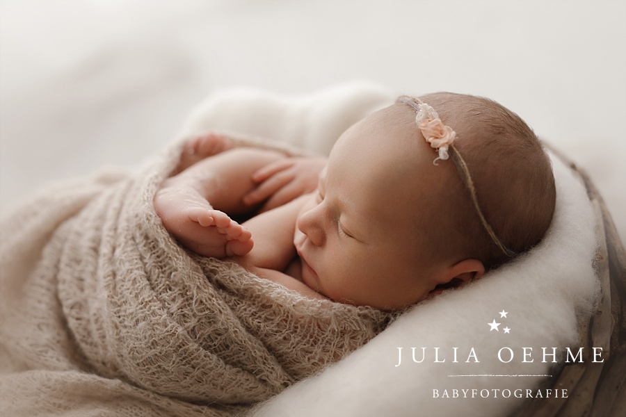 neugeborenes baby mädchen fotoshooting leipzig julia oehme