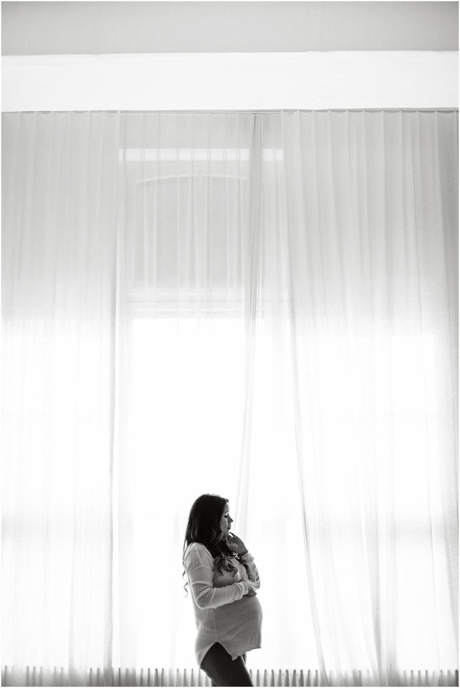 Corinne Chollet, Schwangerschaftsbilder, Schwangerschaftsfotograf, Schwangerschaftsfoto; Babybauch Foto, Babybauch Bilder, Babybauch Fotograf, natürliche Babybauchbilder, Fotograf St. Gallen, Fotograf Arbon, Fotograf Ostschweiz