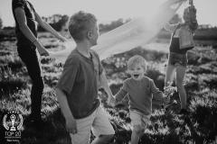 Kids-zomer-zwart.wit-avond-zon